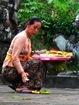 Plateau d'offrandes et encens - Indonesie