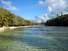 bras de mer conduisant à la piscine naturelle... mieux vaut attendre la marée haute!