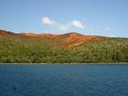 Sols rouges de la baie de Prony