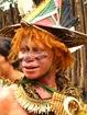 Non il n'est pas clown, comme quoi on peut etre albinos et papou...